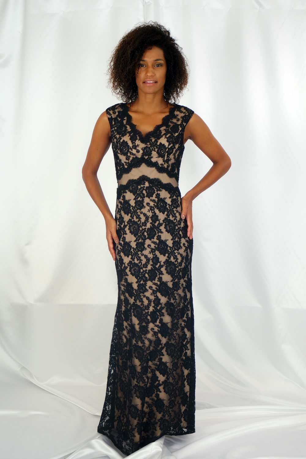 outlet store 4a855 16aac Abito lungo nero in pizzo rebrodé effetto nude look