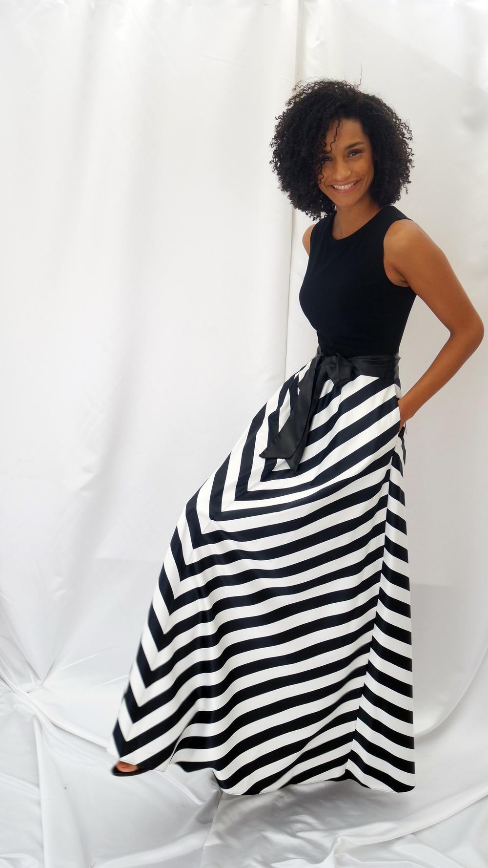 79d685bdb448 Abito lungo in cady bianco - nero con gonna a righe motivo spina pesce -  AtelierRita - Alta moda - Sartoria artigianale abiti